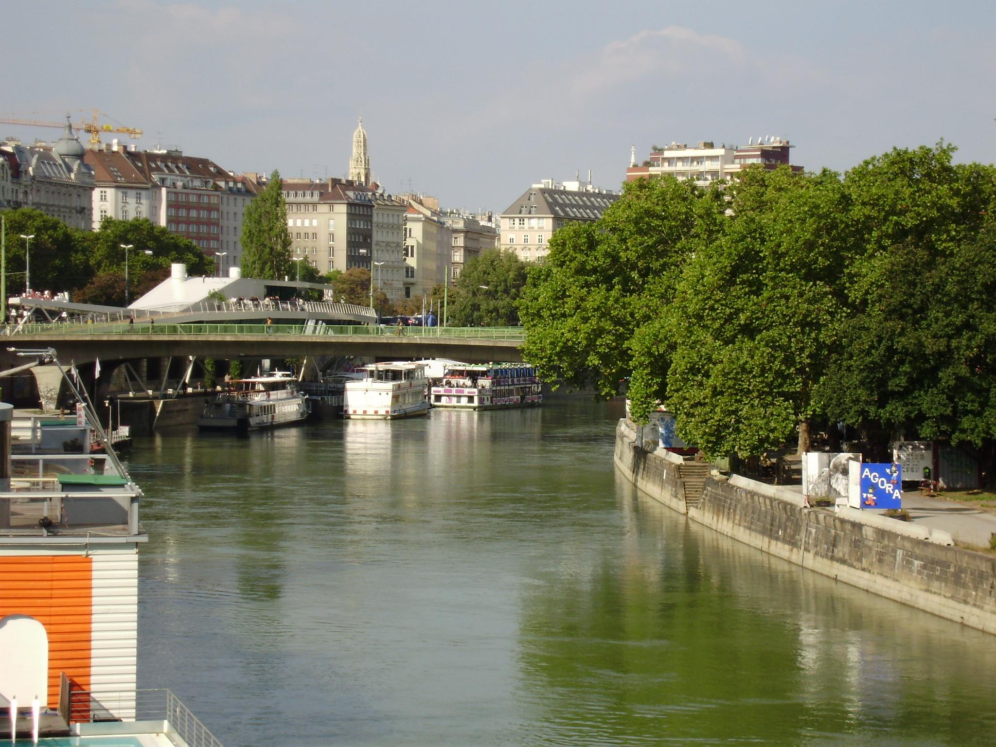 Danubio Cruzando Viena Estilos De Vida Estilos De Vida