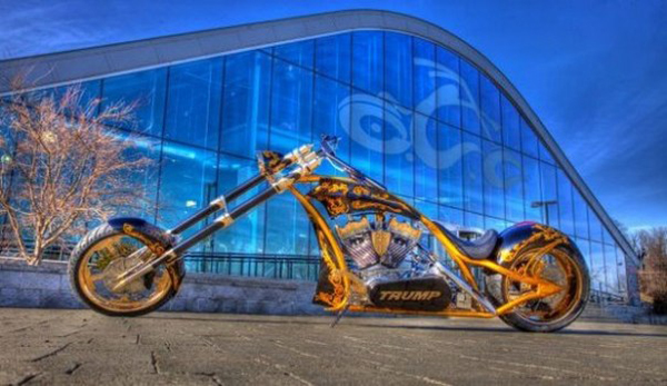 motocicleta-de-oro-para-donald-trump-1