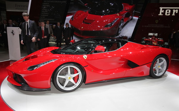 Ferrari-LaFerrari-left-side-view