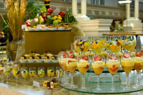 Loads-of-dessert-glasses-landmark-london