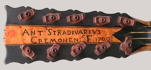 etiqueta stradivarius en guitarra