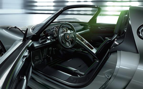 2013-Porsche-918-Spyder-interior