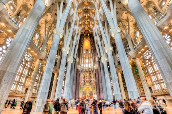 Gaudi interior sagrada familia estilos de vida estilos for La sagrada familia interior