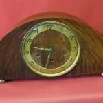 Reloj-junghans-de-mesa-con-carrillon