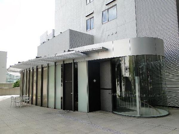 exterior-of-the-restaurant