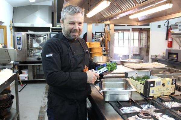 Antonio Amenedo en su cocina del pazo