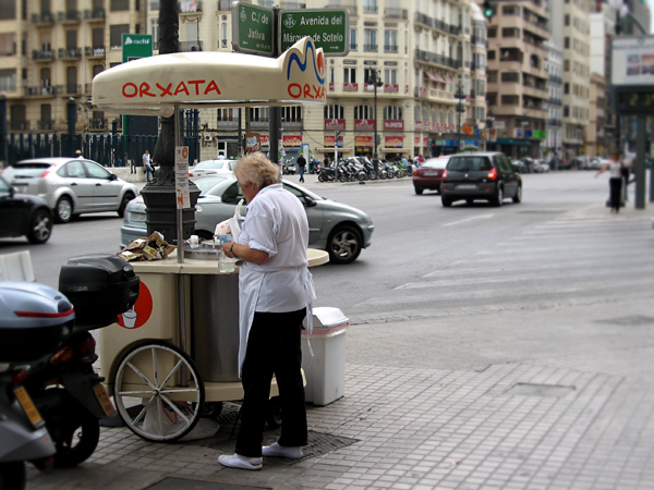 Orxata_booth_in_the_streets_of_Valencia