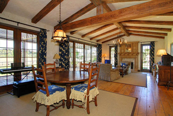 inside-youll-find-a-lot-of-horse-themed-decor