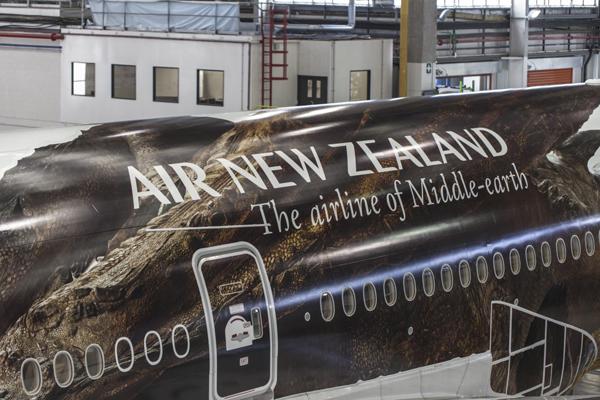 Behind-the-scene-stills-of-Air-New-Zealand's-Hobbit-livery-graphic-installation-7-1024x682
