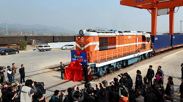 inauguracion tren yixinou