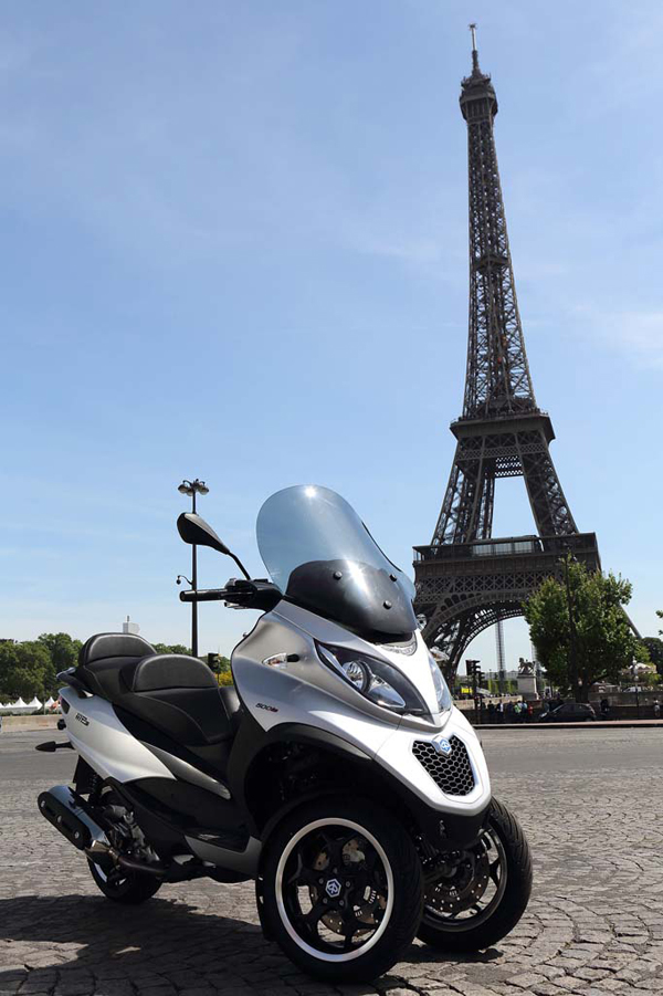 2014-piaggio-MP3-Sport-500-eiffel-tower