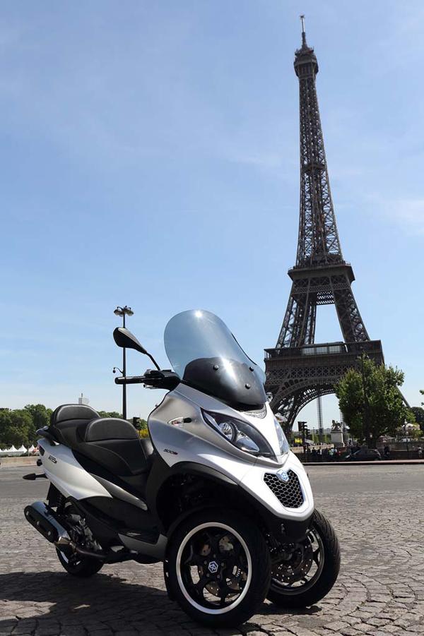 2014-piaggio-MP3-Sport-500-eiffel-tower