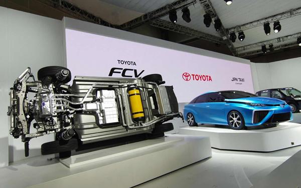 2015-Toyota-Mirai-FCV-auto-show