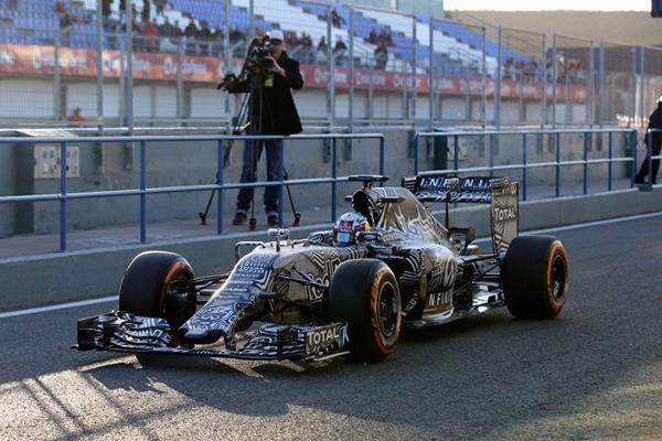 Daniel-Ricciardo-Red-Bull-Formel-1-Test-Jerez-1-Febraur-2015