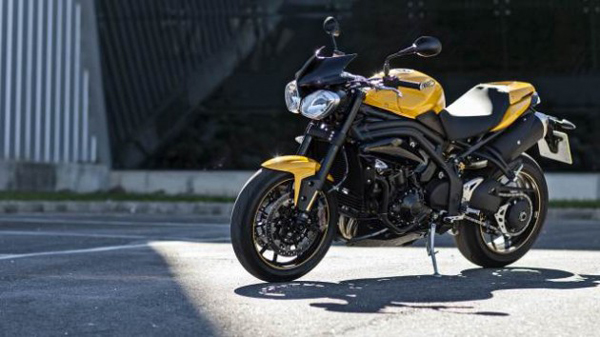 2015-Triumph-Speed-94-racing-yellow