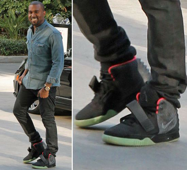 kanye_wests_limited_edition_nike_sneakers_sold_for_90000_on_ebay_r5sya(2)