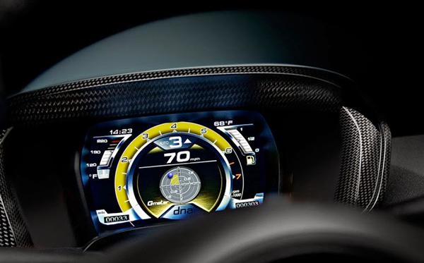 2015-Alfa-Romeo-4c-Photo-Interior-and-exterior-8