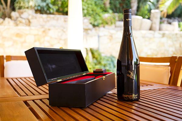 Angel Navarrete 20/08/2015 Perdonares, Castilla la Mancha botella del vino mas caro del mundo, Aurum Red Gold