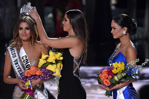 miss-universe-2015 equivocacion en la coronacion