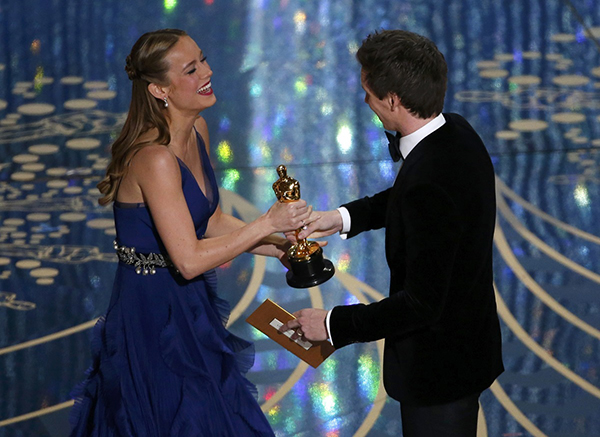 """Brie Larson reacts as she takes the stage to accepts the Oscar for Best Actress for her role in """"Room"""" from presenter Eddie Redmayne at the 88th Academy Awards in Hollywood, California February 28, 2016. REUTERS/Mario Anzuoni"""