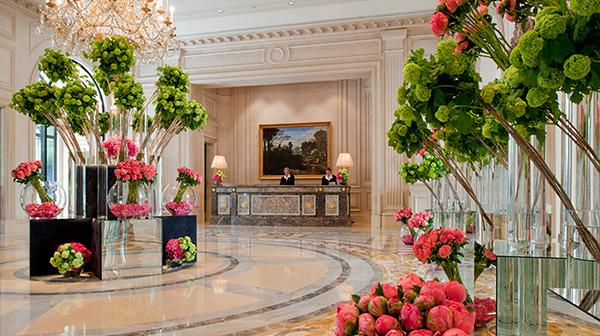 PropertyImage-FourSeasonsHotelGeorgeV-2-Hotel-PublicSpaces-Lobby-CreditFourSeasons