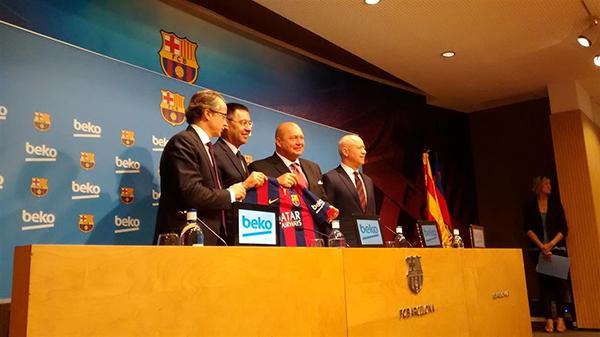 barcelona futbol firma con beko