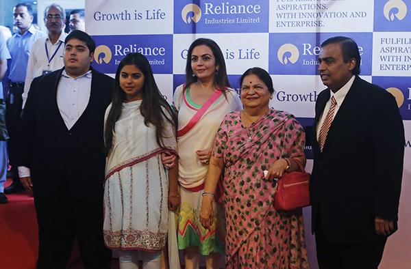 mukesh-ambani-his-son-akash-daughter-isha-wife-nita-mother-kokilaben