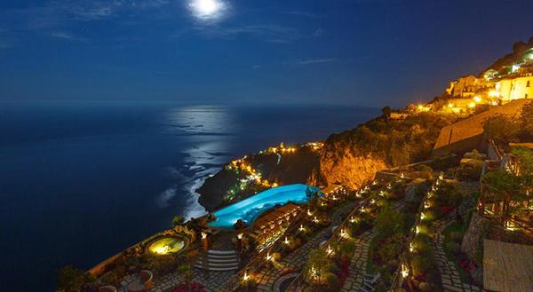 hotel monasterio amalfi nocturno