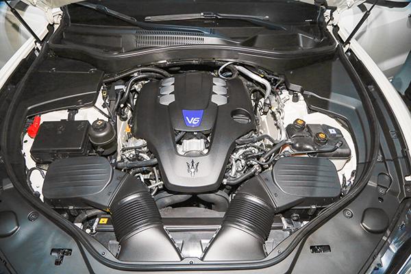 2017-Maserati-Levante-engine-2