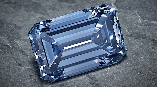largest-ever-blue-diamond-to-be-auctioned-oppenheimer-blue