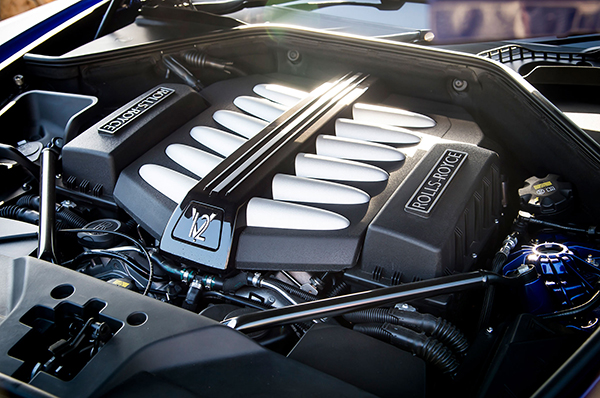 2016-Rolls-Royce-Dawn-engine