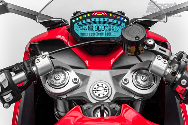 2017-ducati-supersport-1