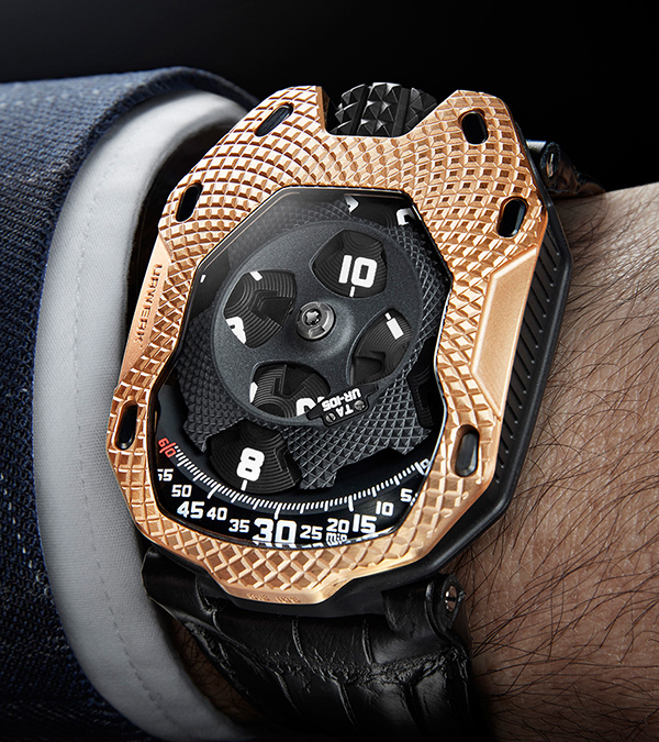 urwerk-ur-105-raging-gold-11