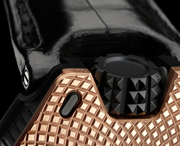 urwerk-ur-105-raging-gold-5