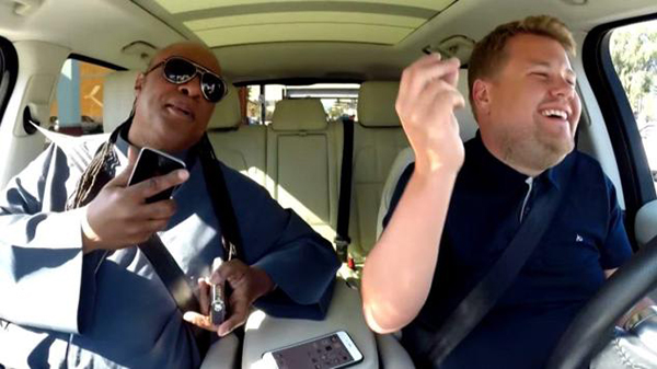 absolutamente enganchados al carpool karaoke de