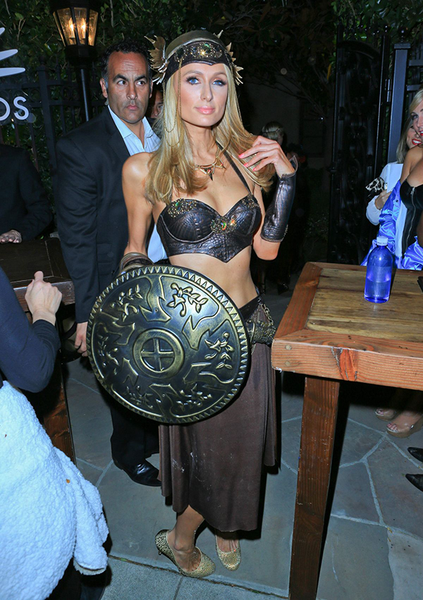 fiestas-halloween-paris-and-nicky-hilton-at-george-clooney-s-casamigos-halloween-party