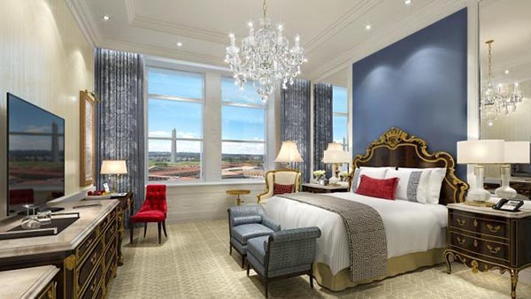 luxurious-king-bedded