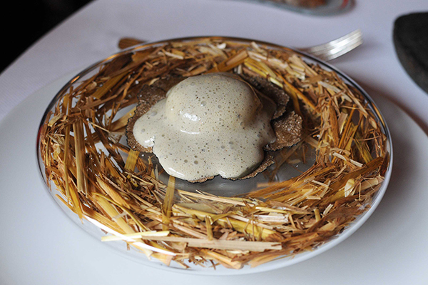 3-oeuf-pourri-a-la-truffe-sabayon-de-truffe-et-puree-de-truffe-4