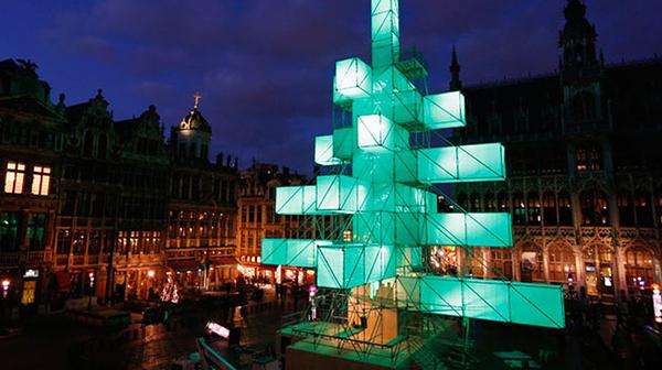 decoracion_navidena-arbol_de_navidad-bruselas-discordia-simbolos_navidad