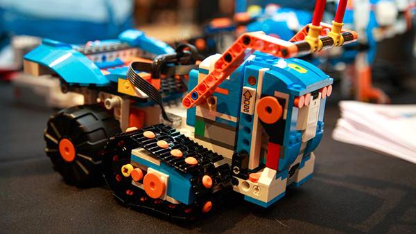 lego-boost-2180-001