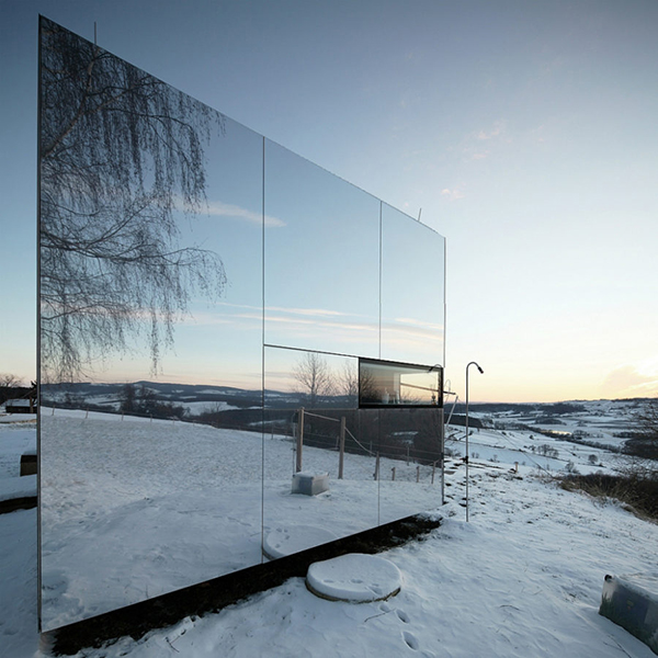 Portable-mirror-house-by-Delugan-Missl-900x900
