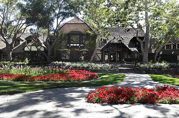 The front of the main house at  Neverland Ranch is seen in Los Olivos, Calif., Thursday, July 2, 2009.  (AP Photo/Carolyn Kaster)