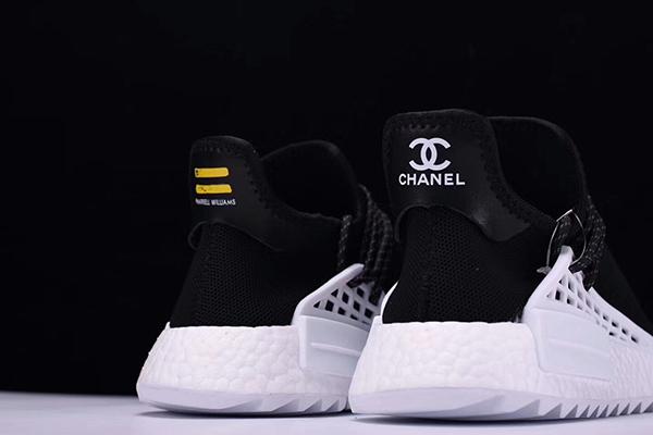 cc023c992dade De todas formas y en vista del éxito y la expectación que han levantado las  deportivas Chanel x Adidas Originals NMD Human Race