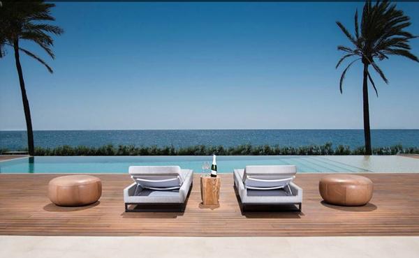 En venta espectacular villa contemporánea en Estepona