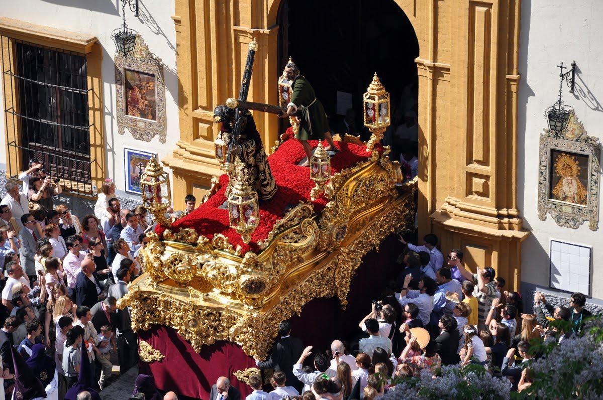 Sevilla se engalana con la celebración de su Semana Santa