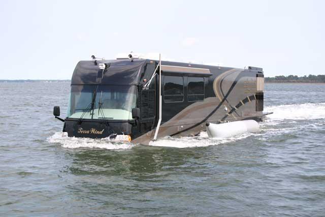 Terra Wind, la caravana de lujo que puede navegar