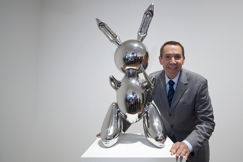 Jeff Koons bate el récord de un artista vivo con la venta de su obra 'Rabbit'