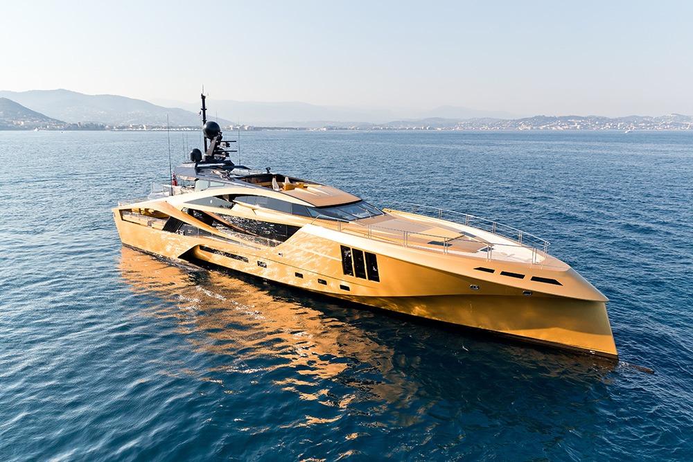 Khalilah, el yate de oro que visita Ibiza