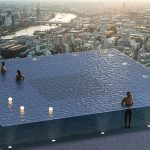 ¿La primera piscina de 360 grados sobre un rascacielos o una locura?